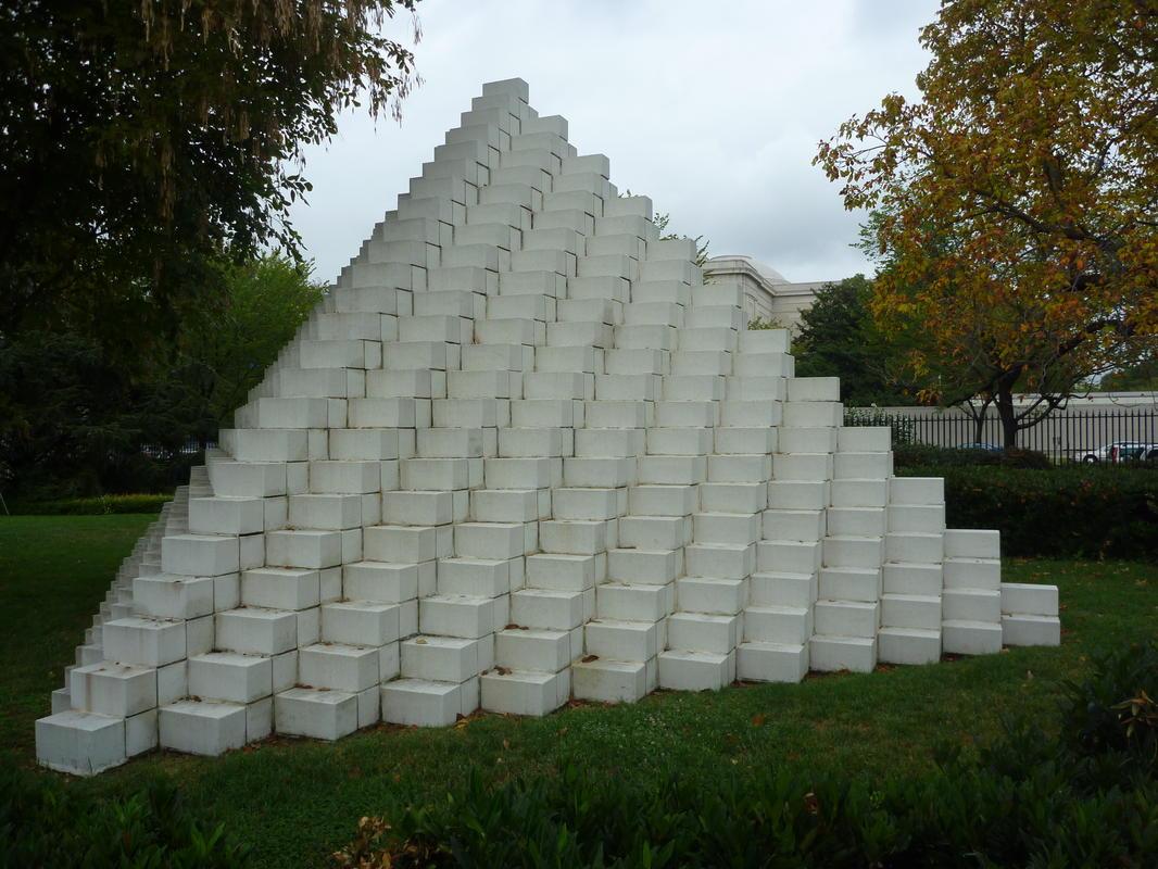 Image modern day pyramid for Case a forma di u